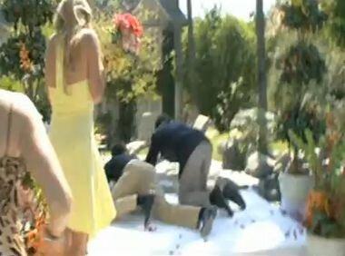 Купание невесты: свадебные неприятности