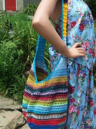 ...эта радужная сумка, связанная крючком.  Может быть к весне за зиму...