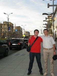С братом Владом на одной алее, по дороге на Патриаршие пруды