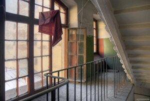 Ода люмпен-пролетариату (лестница, окно, подъезд)