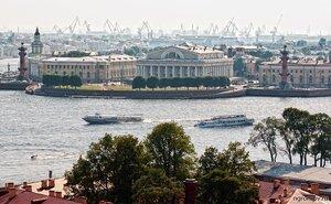 Вид на Стрелку В.О. (здание Биржи, Нева, Петербург, Стрелка ВО, судно)