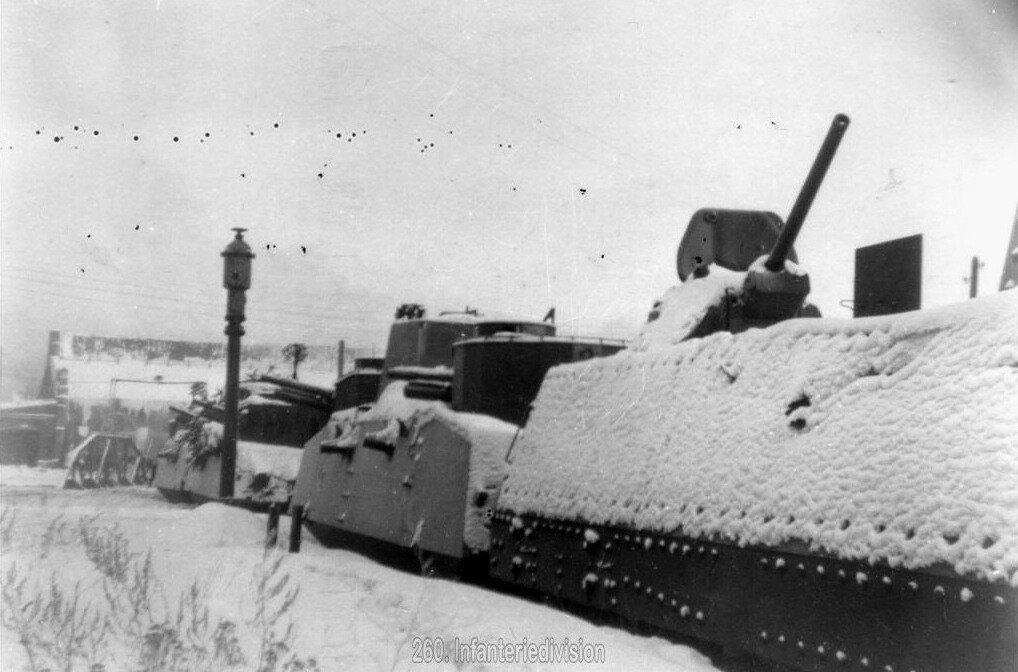 Брошенный советский бронепоезд.
