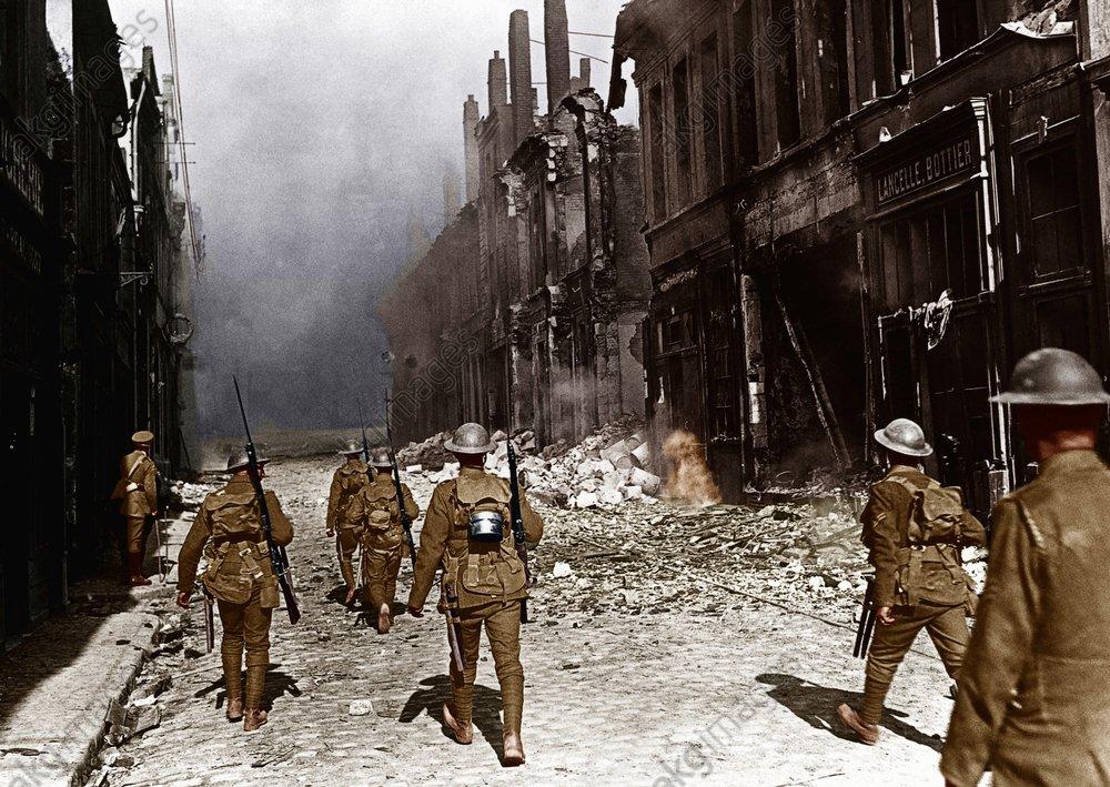 Britische Patrouille in Cambrai,Okt.1918 - WWI/British Patrol in Cambrai, Oct.1918 - 1re G.M. / Patrouille britannique а Cambrai, octobre 1918