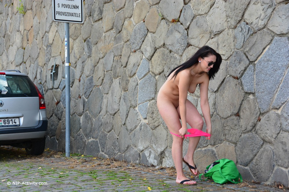 Kirshley разделась и прогулялась по Праге