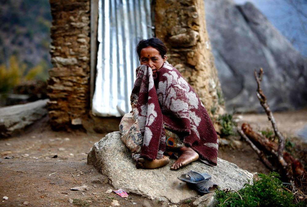21-летняя девушка умерла в «менструальной хижине» в Непале горных, Чхаупади, время, месячных, деревнях, прошлом, закон, ответственности, практику, варварской, традиции, штраф, соответствии, законом, применяет, обычай, грозит, месяца, тюремного, заключения
