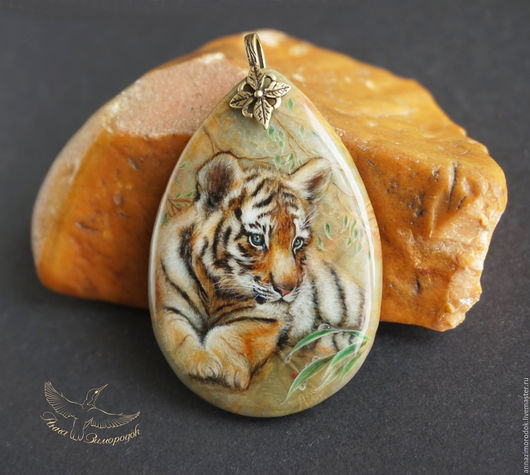 59d1a4489391312351d1829503ka--jewelry-pendant-with-painted-stone-tiger-lacquer-miniature-to.jpg