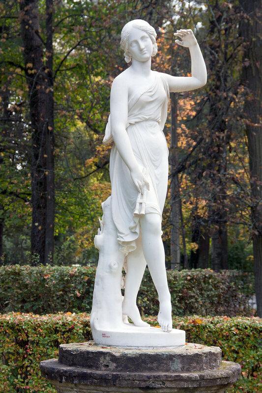 Статуя Танцовщица в Павловском парке