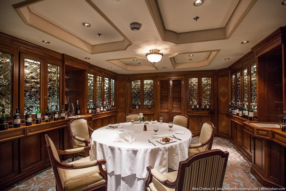 27. Кстати, «Титанику» посвящен отдельный зал в одном из ресторанов, там много книг о самом известно