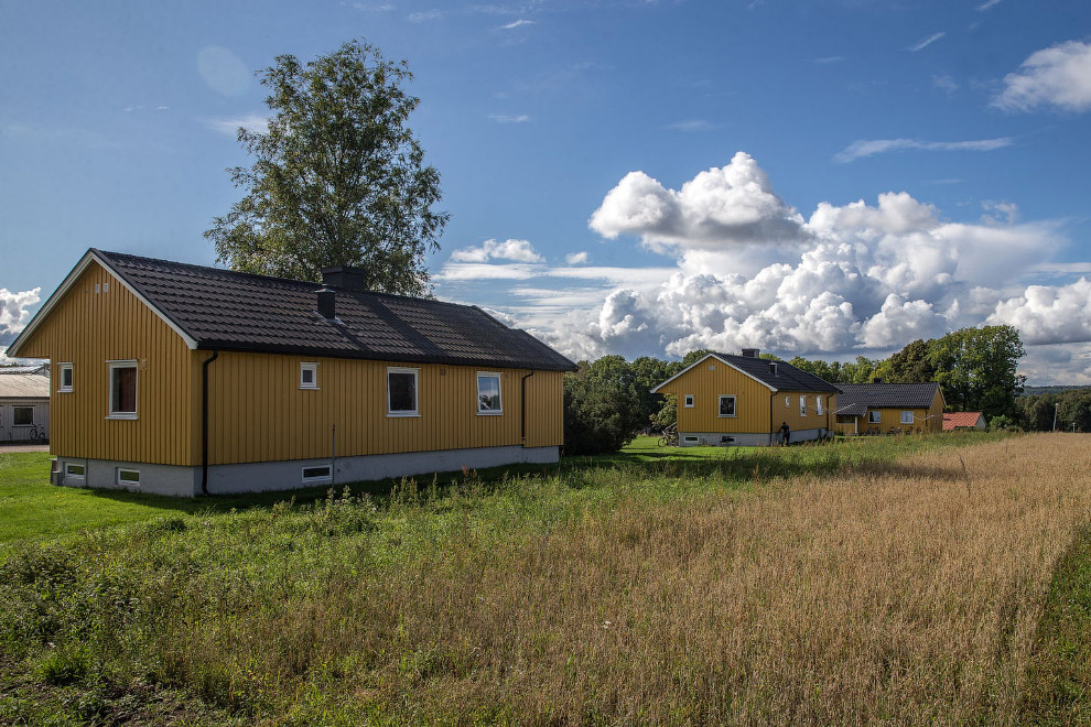 32. В этой секции жилого дома живут двое русскоязычных ребят из Литвы. Сроки у них большие, предполо