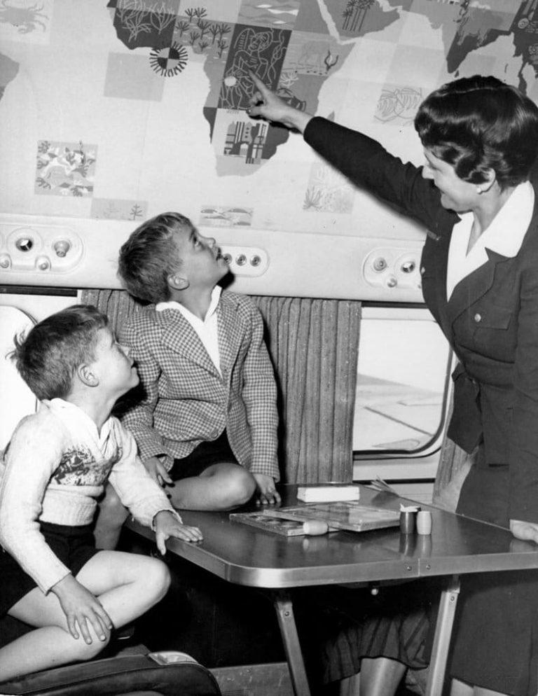 Еда в самолете была свежей в 1958 году и доставлялась лично шеф-поваром