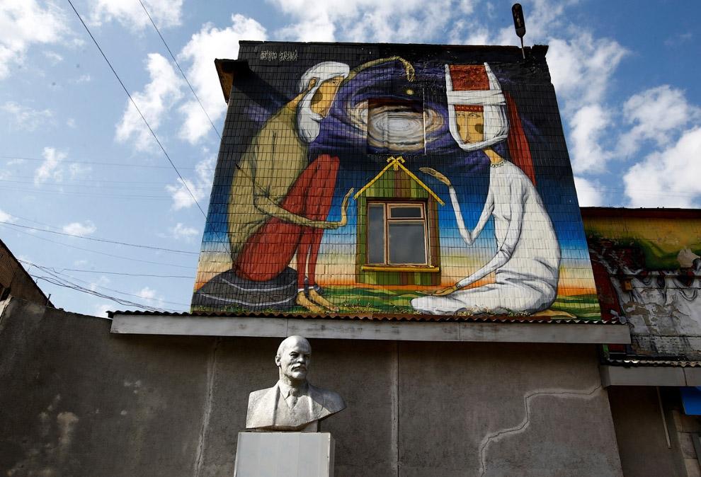 14. Ленин в Бахчисарае, Крым. (Фото Pavel Rebrov | Reuters):