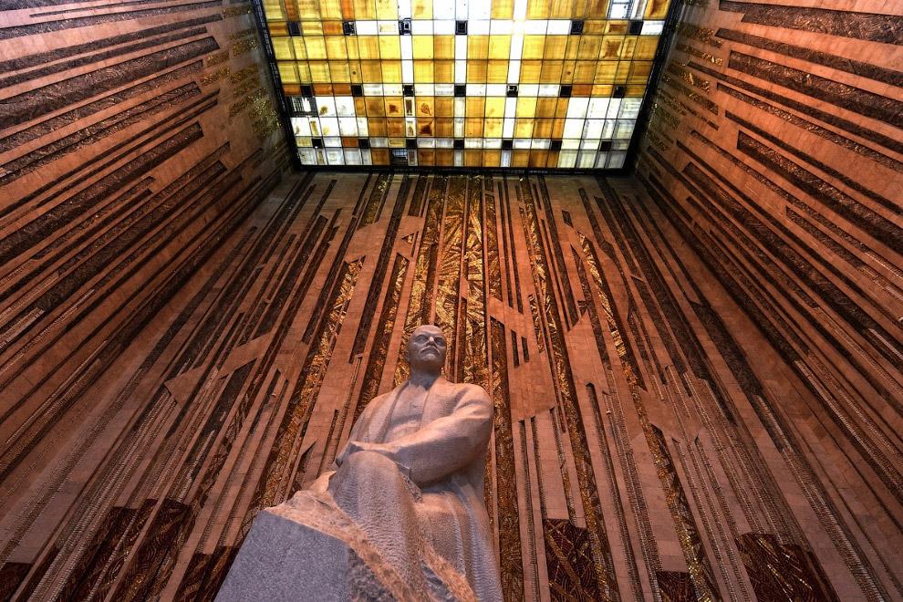 23. Ленин в заброшенном селе Оревичи, Беларусь. (Фото Vasily Fedosenko | Reuters):
