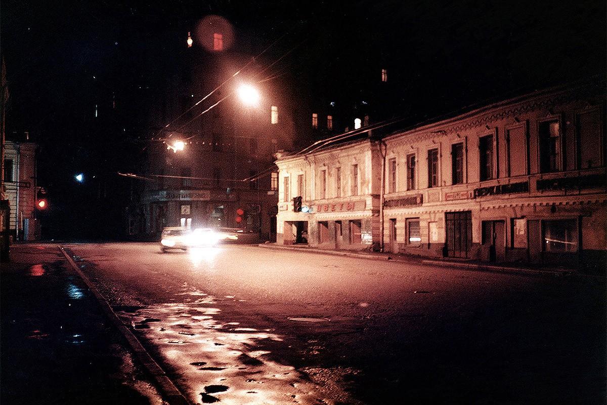 10. Ночной центр Москвы конца 1980-х годов, снятый во время какого-то очередного мототура с заездами
