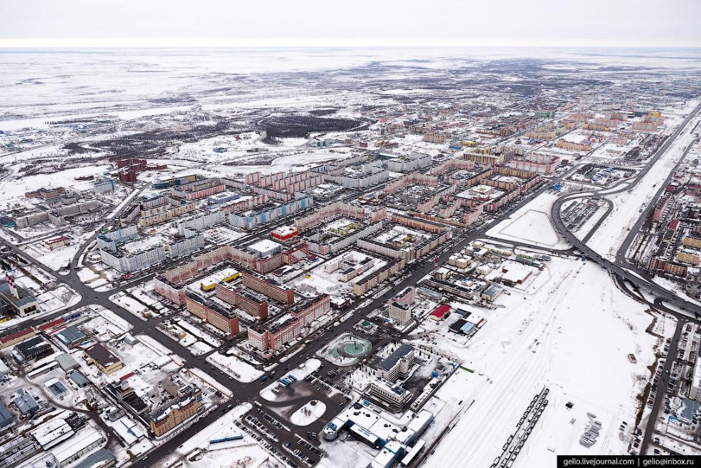 9. Большинство жилых многоквартирных зданий в Новом Уренгое возведено в советские годы по типовым пр