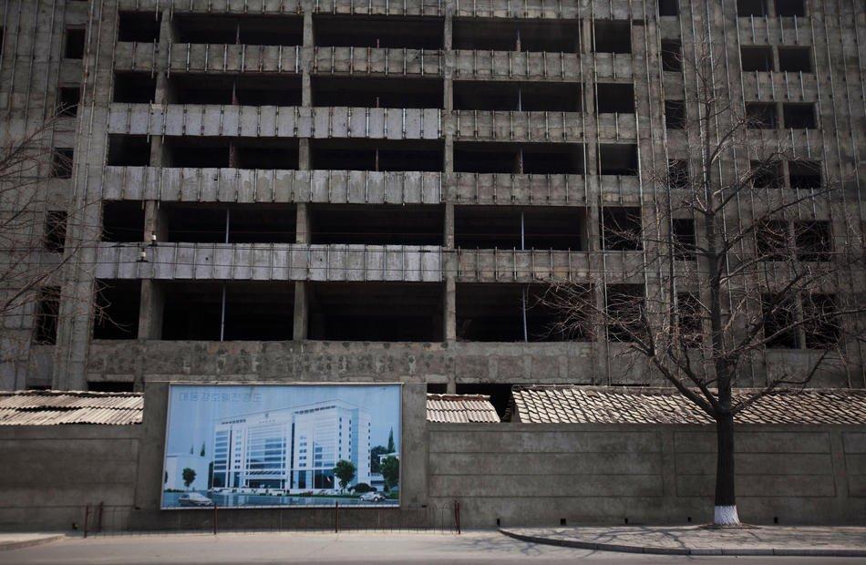 Дворец пионеров в Пхеньяне, 14 апреля 2011: