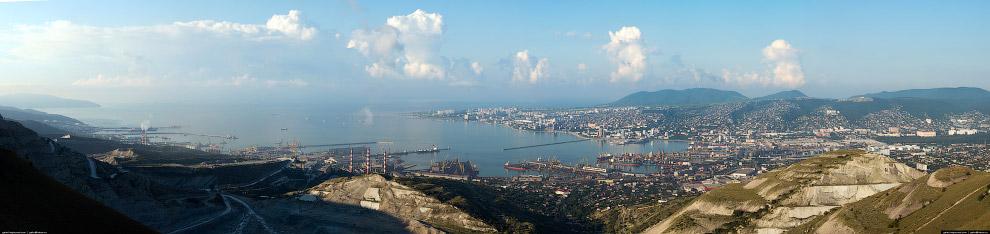 3. Общая площадь порта (включая нефтегавань «Шесхарис») составляет 238 га.