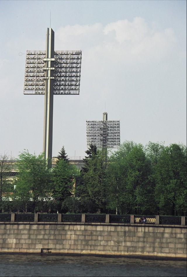 Прожектора московского стадиона