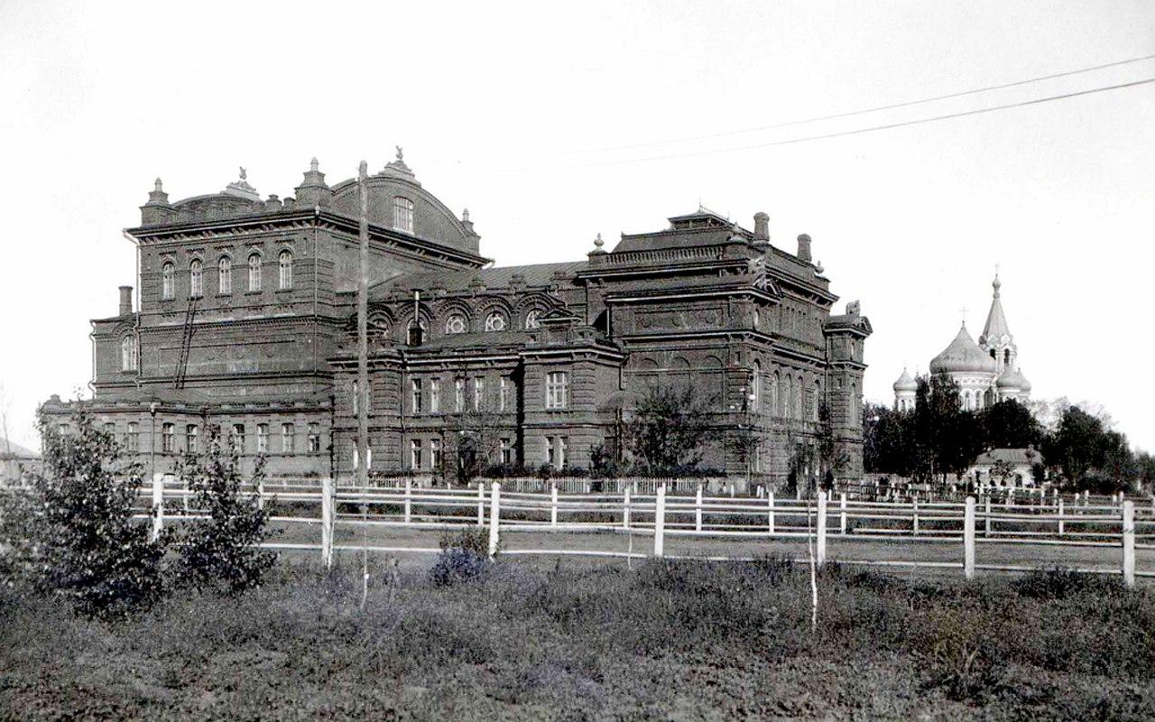 Народный дом и Святодуховская церковь на Конной площади