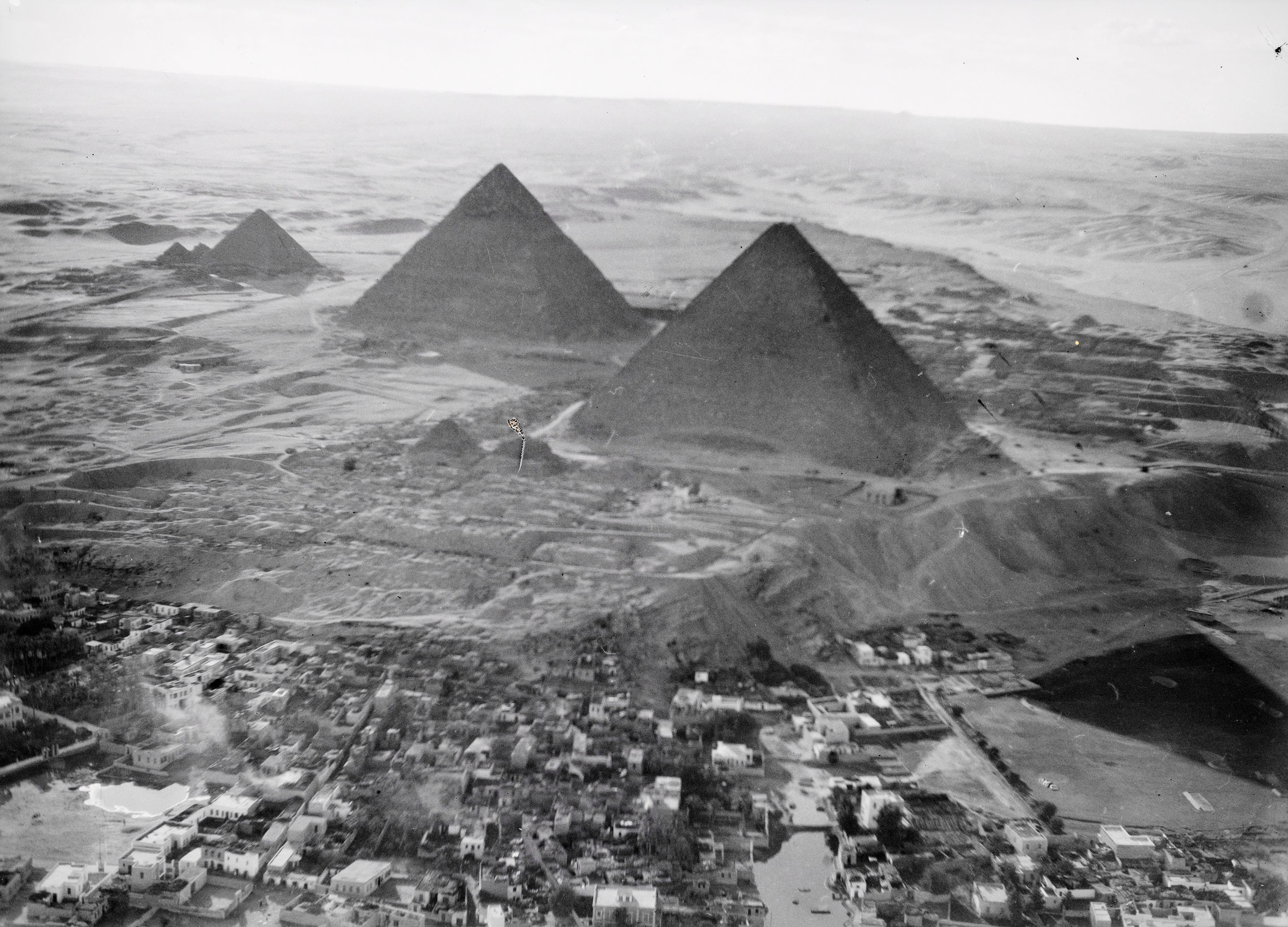 Пирамиды Гизы с востока