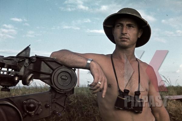 stock-photo-luftwaffe-flak-bordeaux-france-1941-flak-regiments-45-1-batterie-gemischte-flak-abteilung-923-l35139-pith-helmet-binoculars-11070.jpg