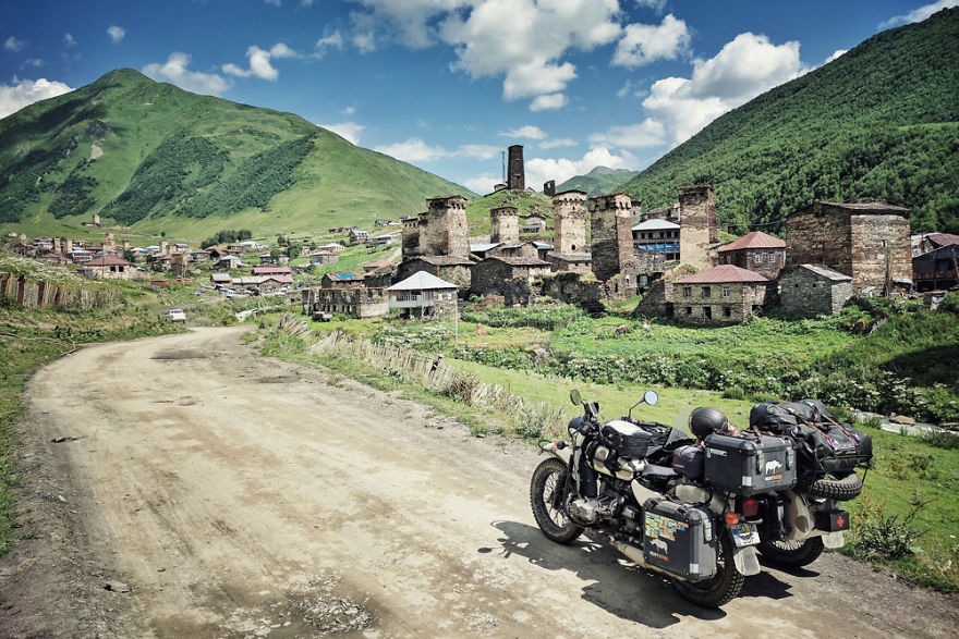 Пара с пятилетним ребёнком объехала Грузию и Армению на «Урале» с коляской