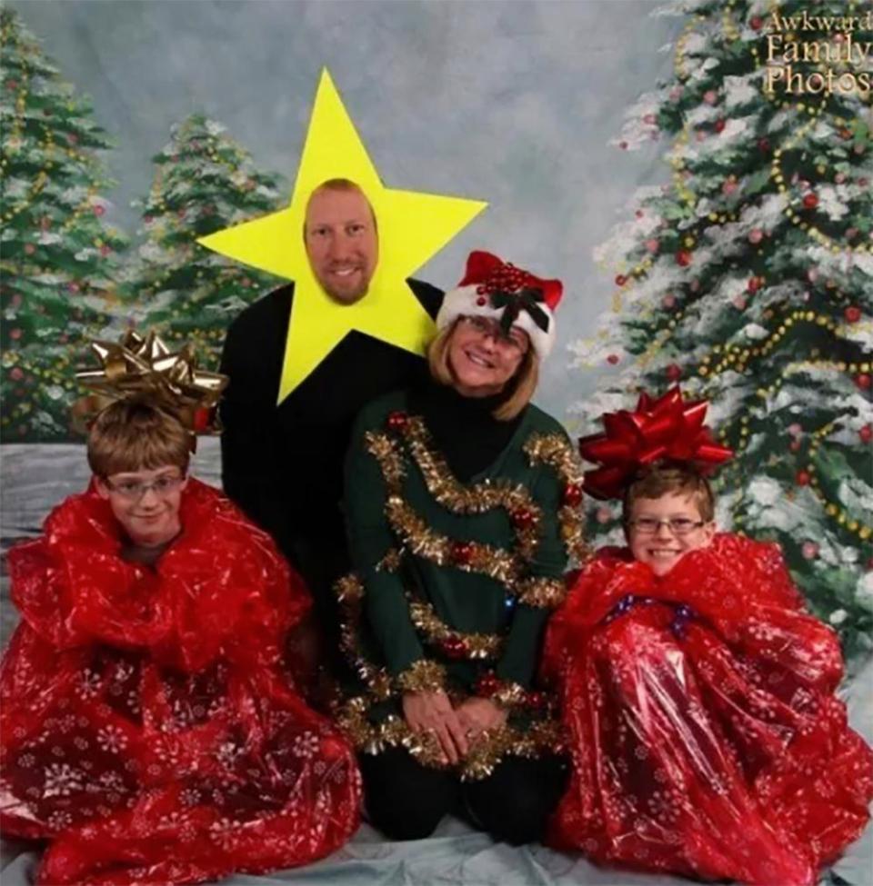 Странные рождественские семейные снимки