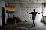 Члены бразильского движения бездомных и ЛГБТ-сообщества отдыхают в пустой квартире в одном из пустующих зданий в Сан-Паулу, Бразилия, 3 ноября 2016 года. Фото: Nacho Doce / Reuters