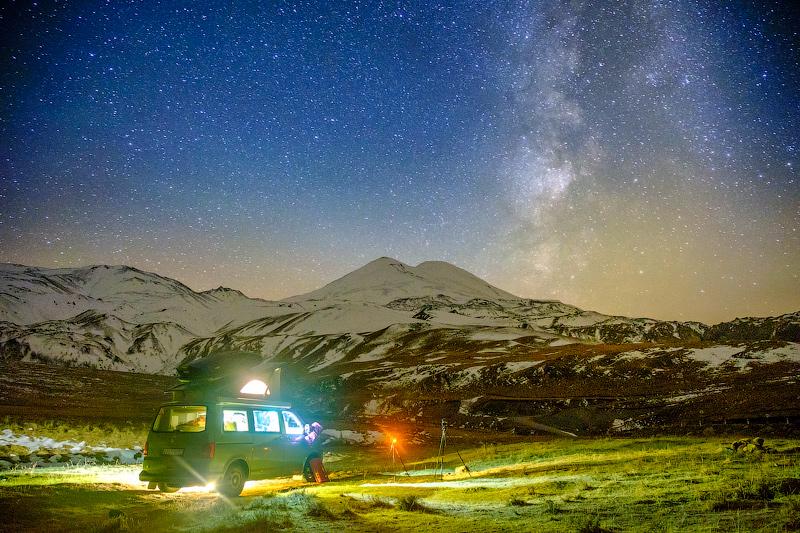 Звездное небо и горы