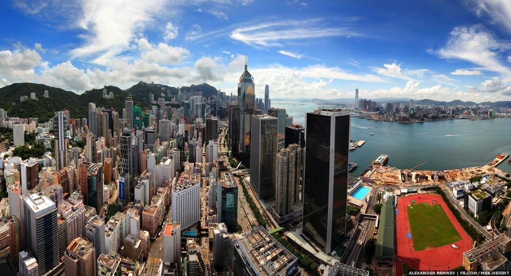 5. Сам город состоит из двух частей — материковой и островной, их разделяет пролив. Соединяются они