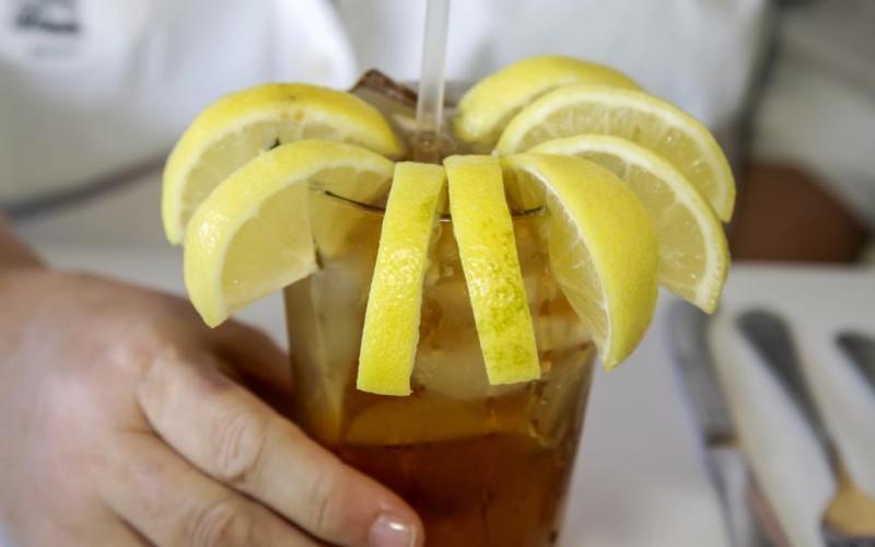 12. Во время путешествия по штату Джорджия обязательно закажите чай. Здесь подается охлажденный чай