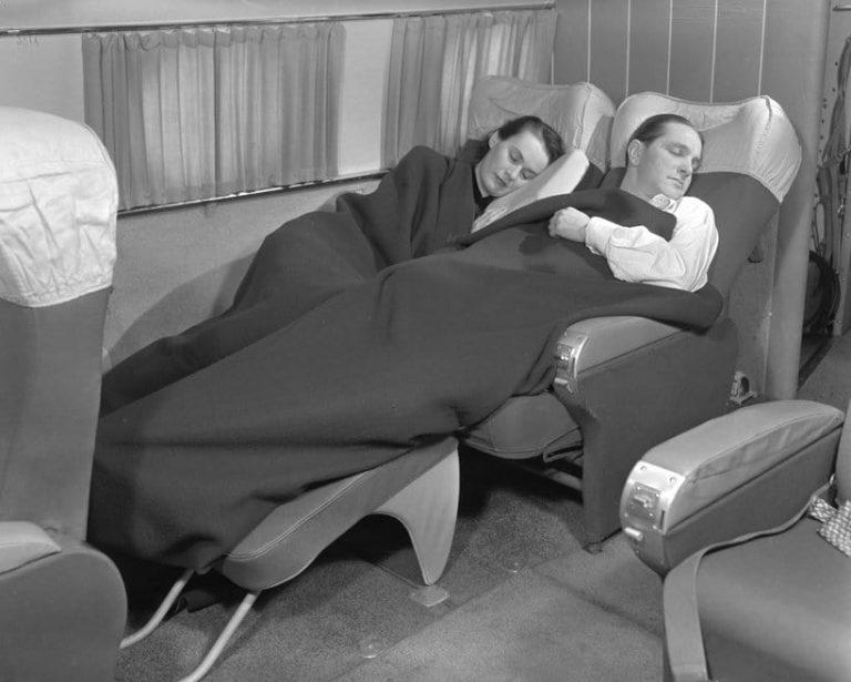 А вот места для сидения в Delta с 1959 года определенно стало меньше