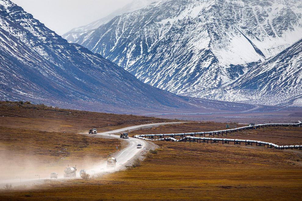 13. Брукс — заполярный горный хребет, расположенный на северо-западе Северной Америки. Пролегает с з