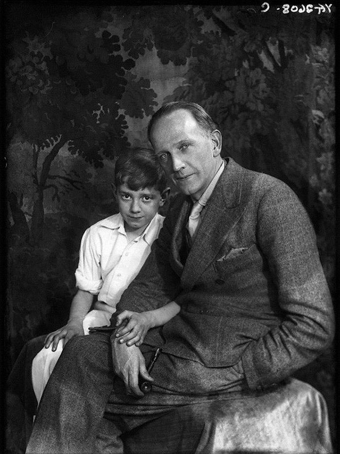 Воевал во время Второй мировой, был ранен. С матерью не общался, точнее она с ним: Дороти Милн не по