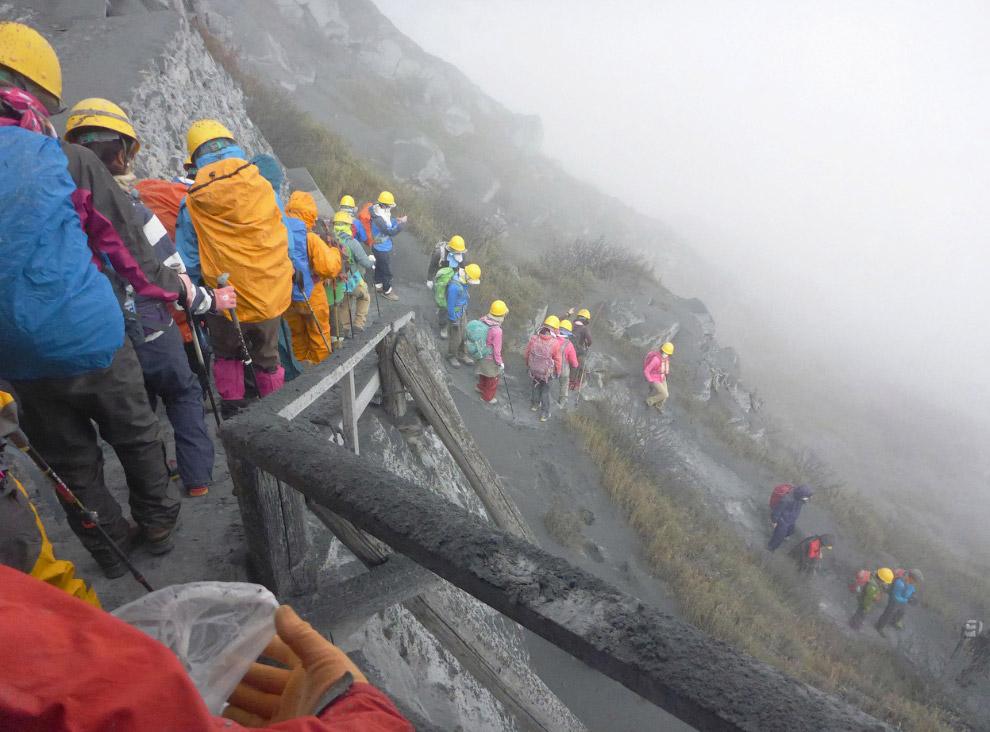 4. Клубы пара из вулкана Онтакэ. (Фото Reuters   Kyodo):