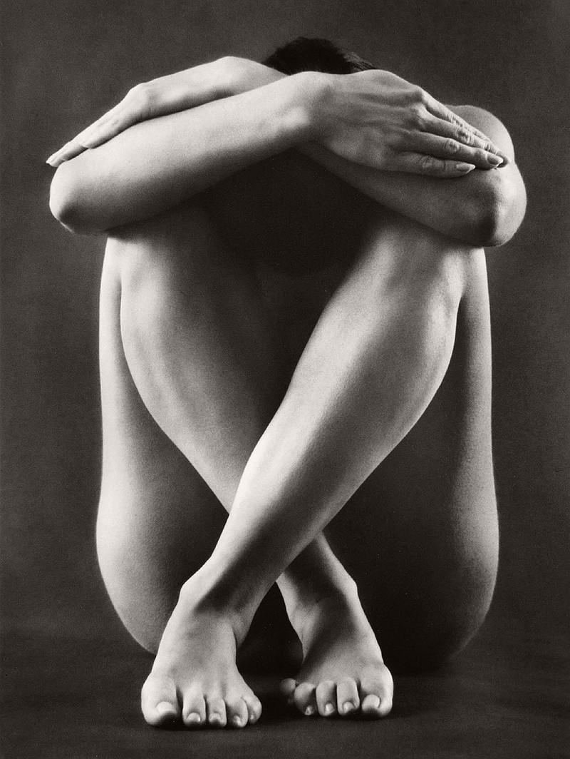 «Вечное тело» Рут Бернхард – работы величайшего фотографа в жанре ню