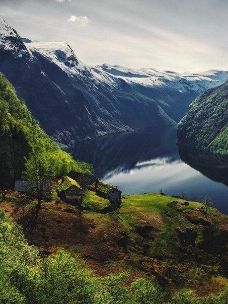 Удивительно мощная красота гор (6 фото)