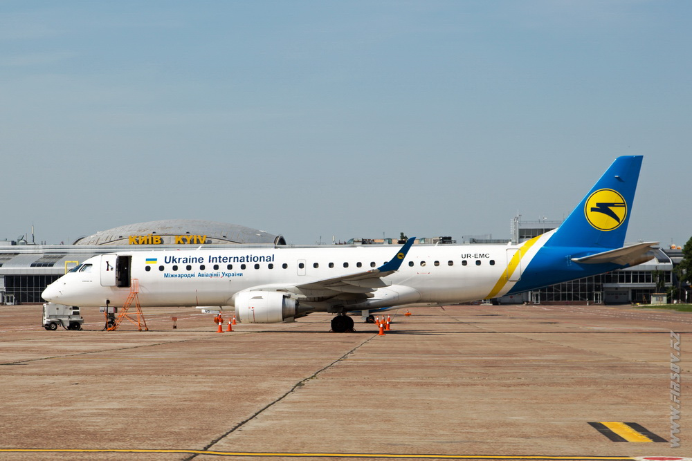 Embraer_ERJ-190_UR-EMC_Ukraine_International_Airlines_3.JPG