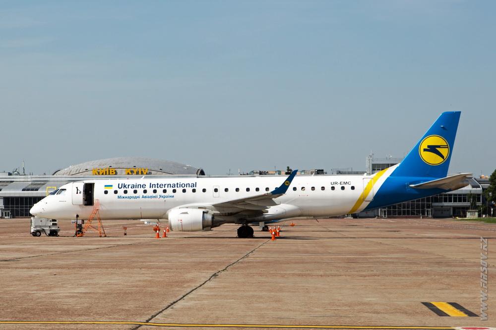 Embraer_ERJ-190_UR-EMC_Ukraine_International_Airlines_3.JPG