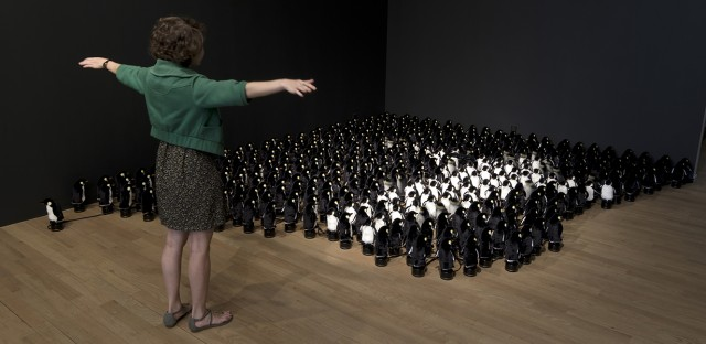 Interactive Mirror Built from 450 Rotating Penguins (5 pics)