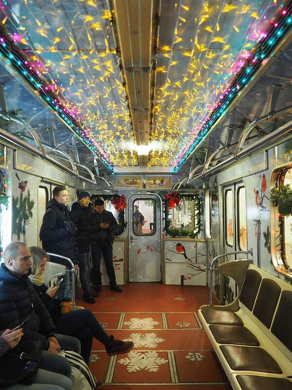 Москва, новогодний вагон метро (Moscow, New Year's car of the underground)
