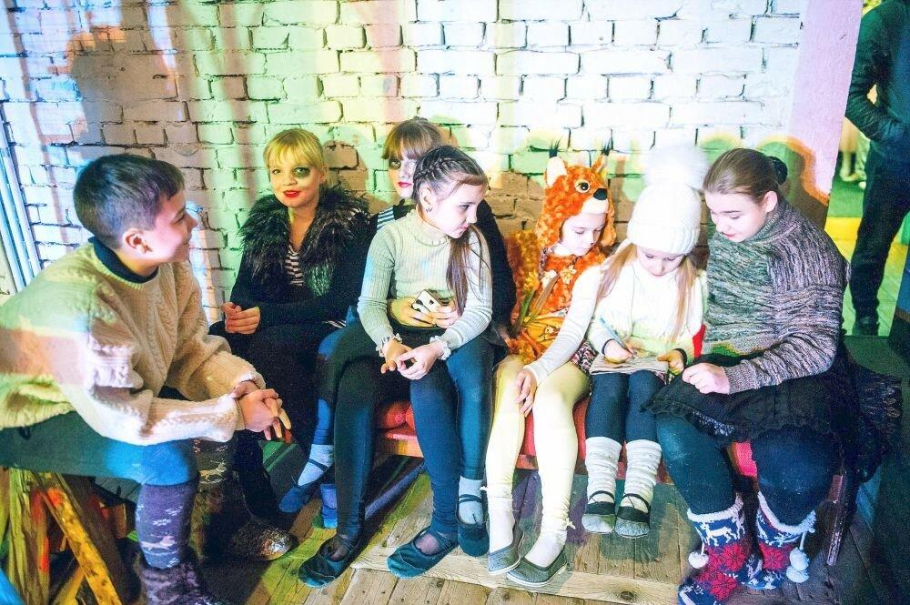 г. Ярцево. РЦКиИ. Премьера спектакля театральной студии «Апельсин» — «Снежная королева».