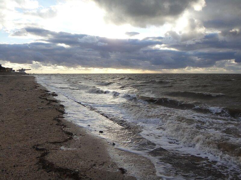 У прибоя ... На финише октября, в городе у моря Азовского. (50).JPG