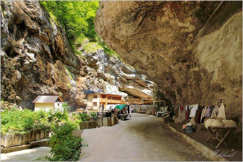 Чегемское ущелье - дорога к водопаду.