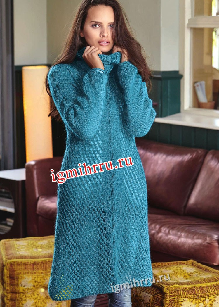 Мохеровое сетчатое платье с центральной косой. Вязание спицами