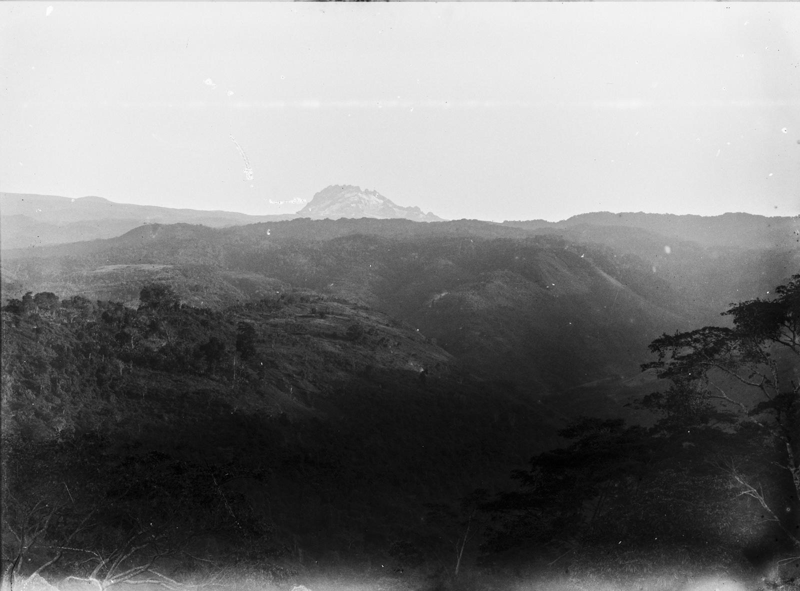 92.  Вид местности на высоте  1600 метров в районе Килиманджаро