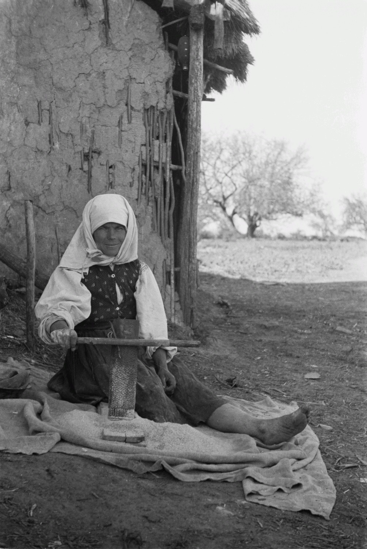 Крестьянка за работой
