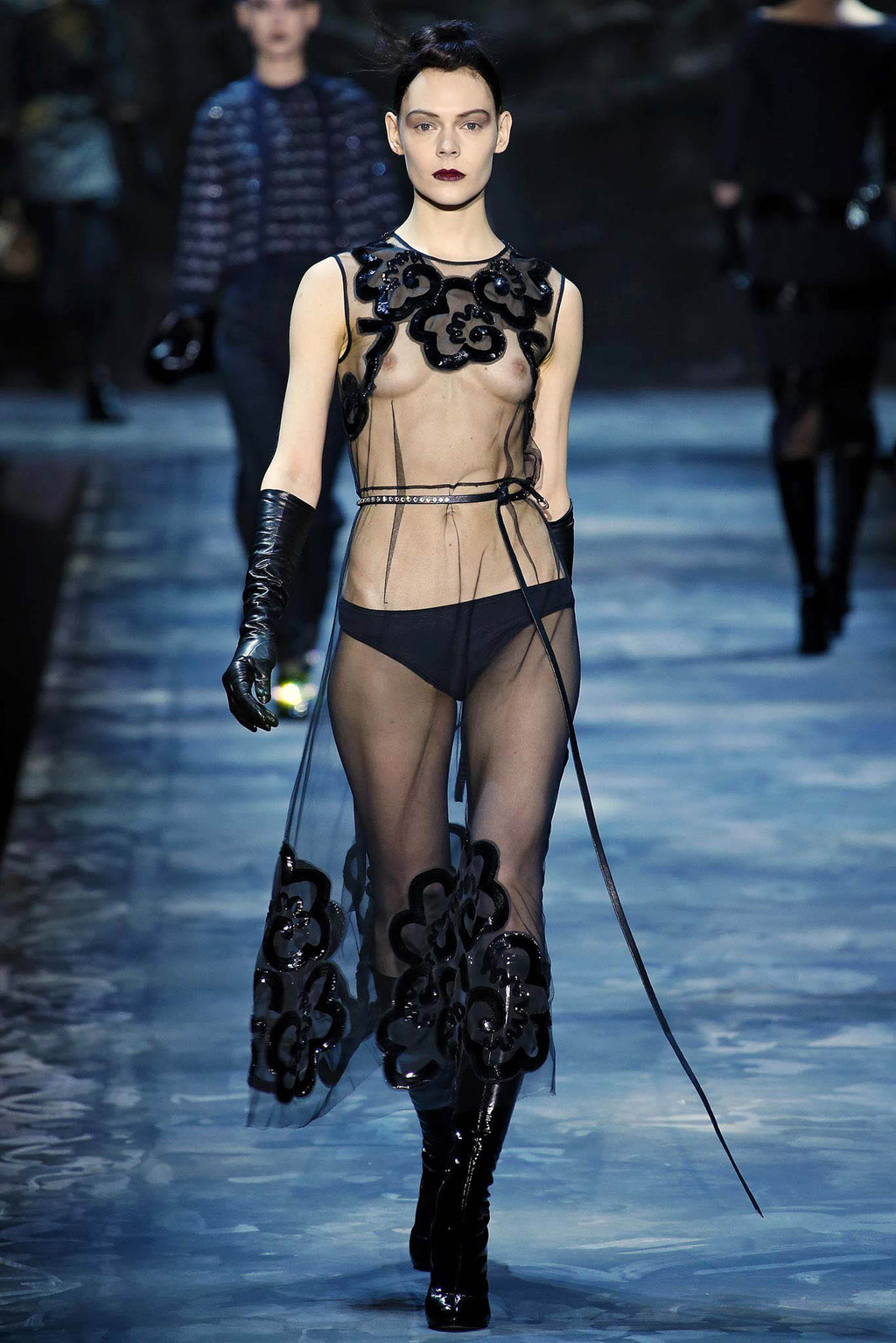 Samye-seksualnye-naryady-New-York-Fashion-Week-osen-zima-2015-2016-13-foto