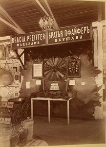 Витрина с изделиями товарищества братьев Пфайфер (Варшава) в Ввозном отделе выставки.