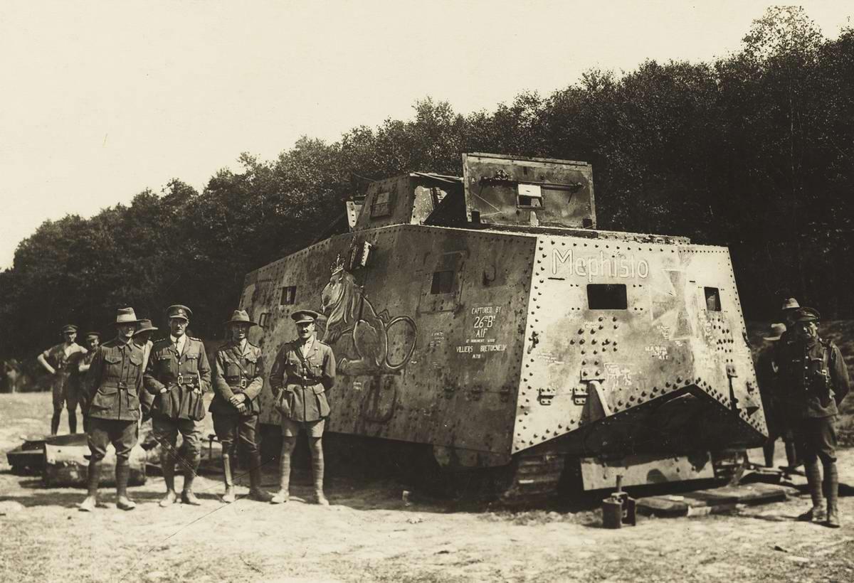 Немецкий танк Sturmpanzerwagen A7V, который был захвачен 26-м австралийским батальоном в июле 1918 года