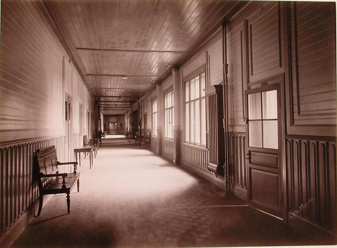 08. Вид части коридора в здании Николаевского отделения санатория